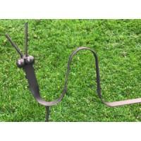 Aardworm- silhouet in metaal