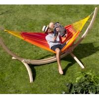 Hangmat met houten steunstructuur
