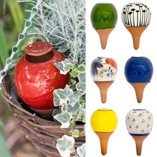 Waterdebietregelaar in keramiek met motiefbeschildering voor planten